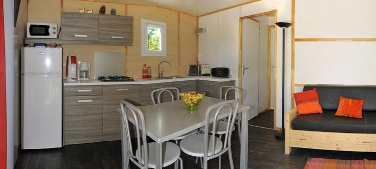 Chalet 4 6 personen comfort 2 kamers chm montalivet - Pijnbomen meubels ...